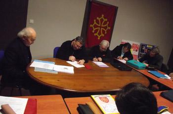 Ambiance studieuse. A gauche, le Professeur centenaire Nadal Rey.