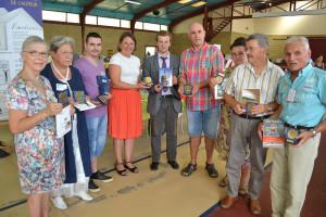 Les auteurs et la députée Valérie Rabault ont apprécié la médaille  7 à lire !