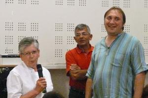 Yvette Caussade passe la main à Christophe Algarte sous le regard attentif de Paul Monteillet, président de la Boule Saint-Urcissienne.