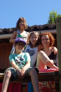 Annemarie Pöchtrager avec sa famille d'accueil