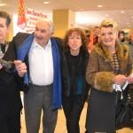 L'auteur Marc Galabru, avec  les bénévoles de l'association Nadyne Vern Frouilou et Francine Rigambert, et sa compagne.