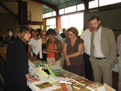 Les auteurs ont présenté leurs écrits lors de la visite officielle.