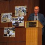 Boris Cyrulnik parlant aux élèves.