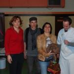La gagnante de la catégorie adultes : Sabine GARROS récompensée par Philippe CALVET et Véronique MALY, jurys adultes