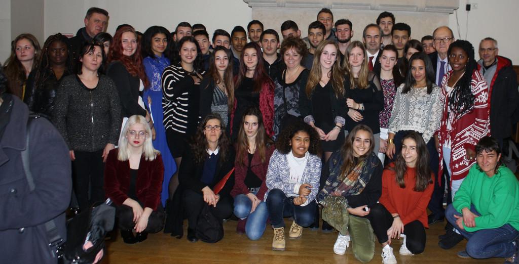 Les élèves reçoivent leur prix au Lycée Louis Le Grand