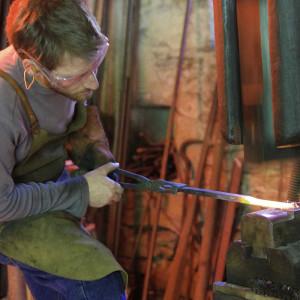 Démonstration de forge avec Le marteau et l'enclume, (coutellerie) de Milhars