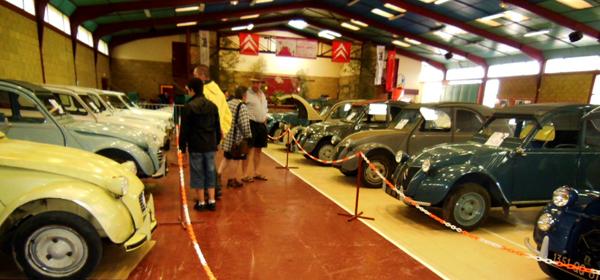 Le Musée de la 2 CV, installé dans la salle du lac était vraiment remarquable.