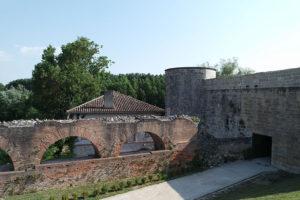 Les remparts du château sont les témoins d'une histoire mouvementée. Nègrepelisse (82)