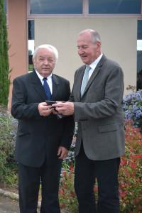 Jean-Pierre Quéreilhac reçoit la médaille de la commune pour 20 ans de Conseiller Général
