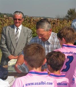Georges PAULIN, récompense les jeunes au nom du Conseil Général
