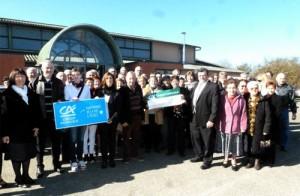 Le Crédit Agricole remet un chèque au Réveil Occitan