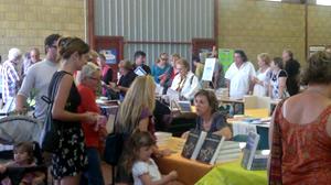 La foule au salon de Monclar de Quercy. Prochaine édition dimanche 26 août 2012.