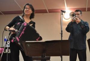 Le duo Sandrine Tarayre ; talent et ambiance pour un public nombreux.
