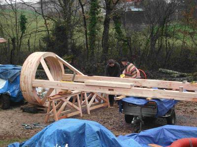 La plus grande yourte en bois à ce jour : 108m² habitables en construction à Castelnau de Montmiral (81)